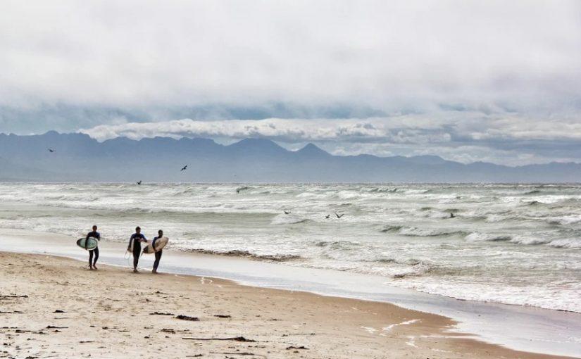 surfeur-plage-Afrique